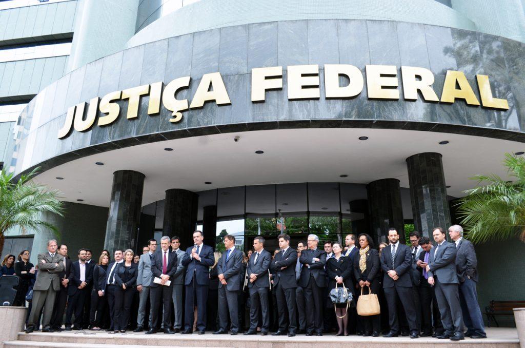 Resultado de imagem para Magistrados e membros do Ministério Público realizam ato em defesa das carreiras